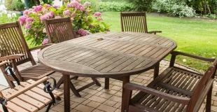 3 trucs pour rénover son salon de jardin en bois à la sortie de l'hiver