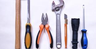 5 outils indispensables au bricoleur du dimanche ou débutant
