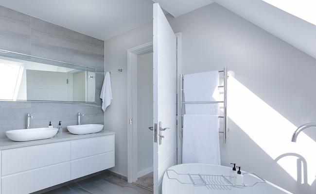 Salle de bain sous comble : comment bien l\'aménager ?