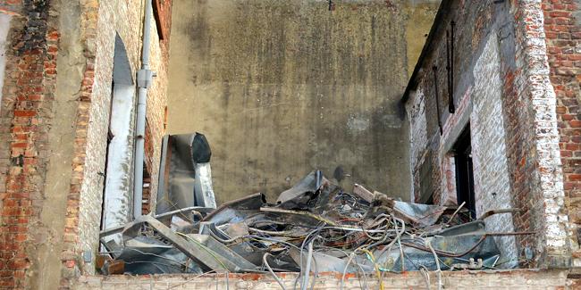 Amiante dans une vieille maison : comment envisager les travaux ?